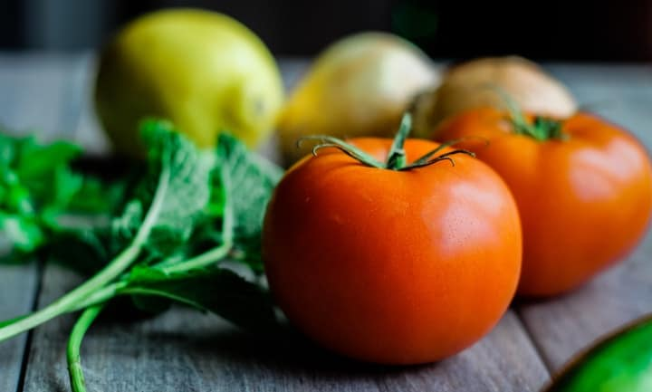 tomatoes, mint, lemon and onions