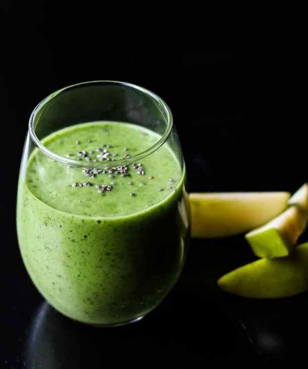 spinach apple smoothie in glass