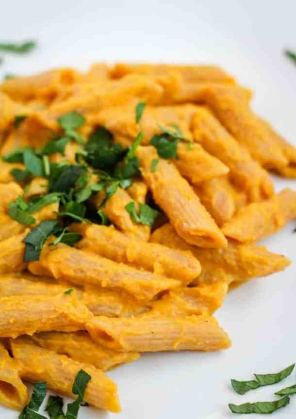 vegan butternut squash mac and cheese with parsley