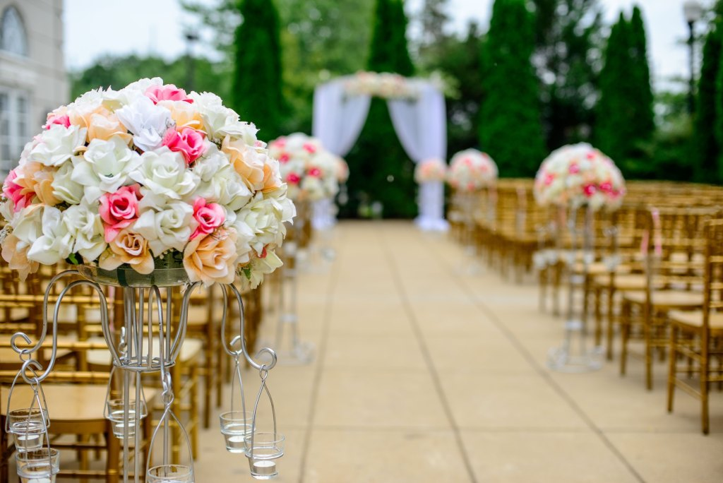 How to save money as a wedding guest- Picture of an outdoor wedding