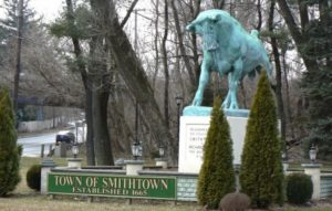 Smithtown, NY picture of statue and city sign