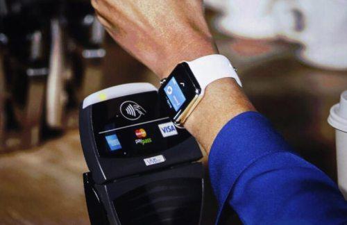 Умные часы и браслеты: как платить легче легкого