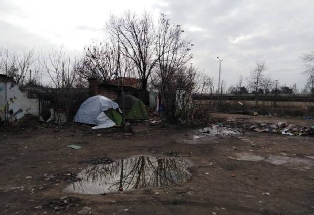 Migrants set up their own camp in Thessaloniki because hot spot full