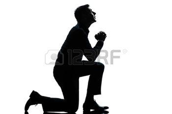 13888461-een-blanke-man-geknield-bidden-volle-lengte-silhouet-in-de-studio-ge--soleerde-witte-achtergrond