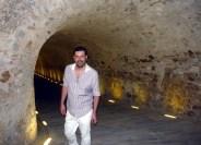 Ο Μιχαήλ Ρωμανός στη θολωτή δίοδο προς το Αίθριο του Σταδίου