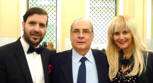 Ο Μιχαήλ Ρωμανός με τον δήμαρχο Πειραιά Βασίλη Μιχαλολιάκο και την Ελένη Μπάρλα των Celebrity Skin