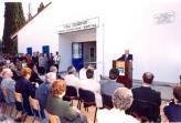 Πανοραμική άποψη της εισόδου του κτιρίου με την ομιλία του κου Υπουργού λίγο πριν τα εγκαίνια