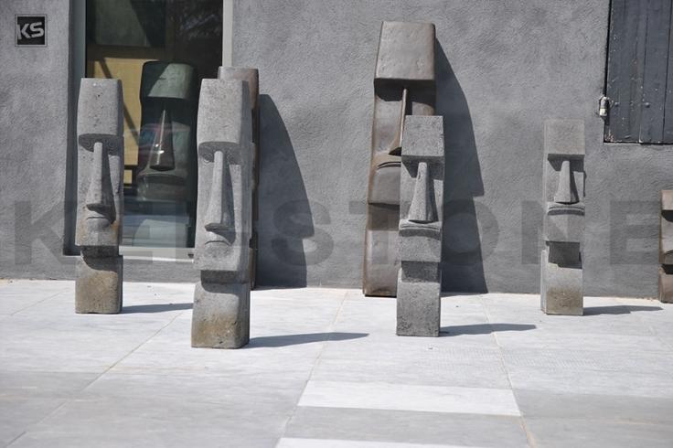 statue moai en pierre naturelle de lave