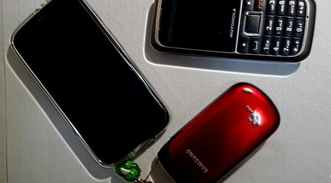携帯電話回線数第1四半期減少