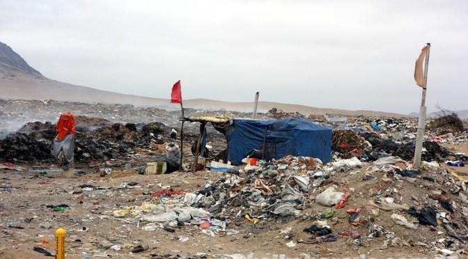 ペルーのごみ 58%が川や海岸に投棄
