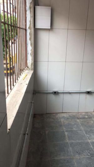 Instalação de eletroduto e quadro
