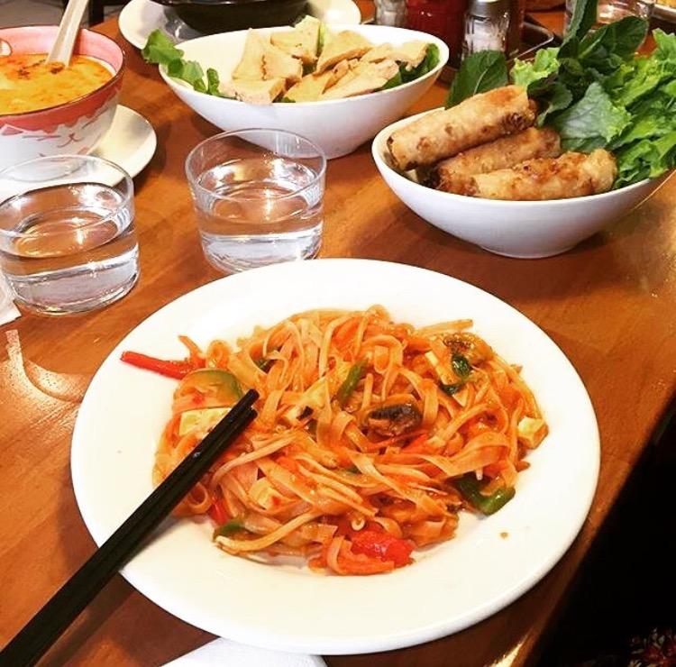 pad thai, nems and soup