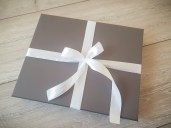 giftwrapped-printbox-kellybondphotography