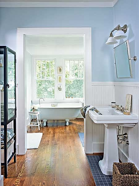 Small Cottage Style Bathrooms