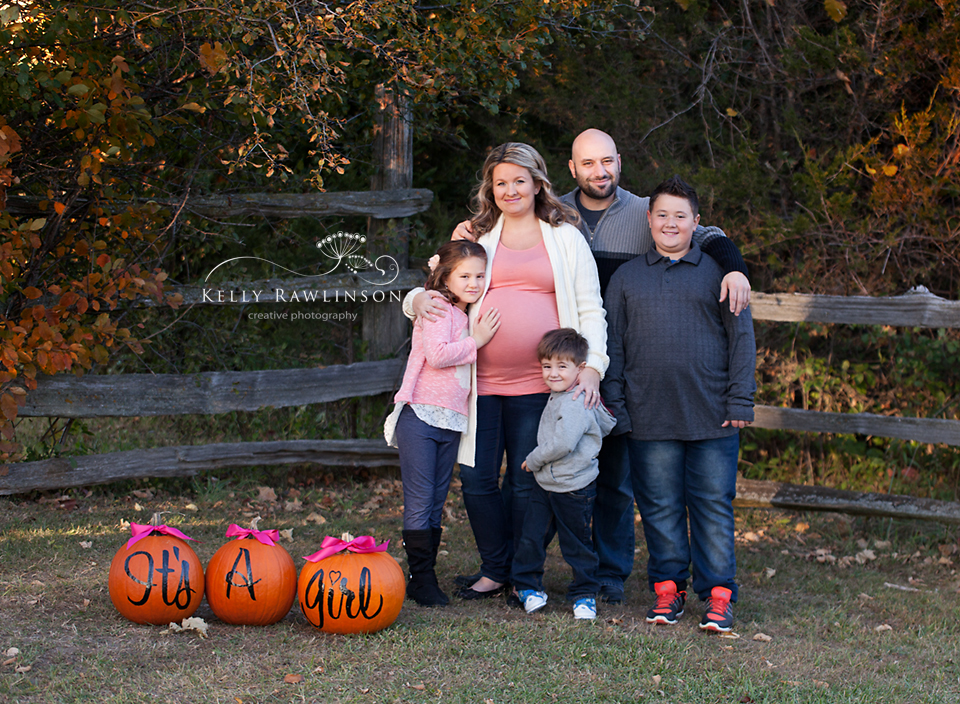 family-maternity-pumpkins