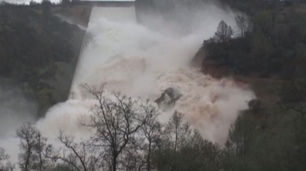 oroville-flooding-dam-evacuation_662634530621