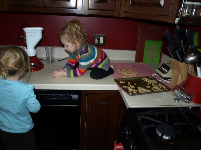 Eily & Rayleigh making pasta.
