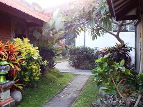 Menatap Bali dari Watu Dodol