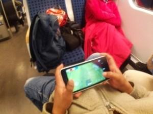 Biar gak bosan di kereta api
