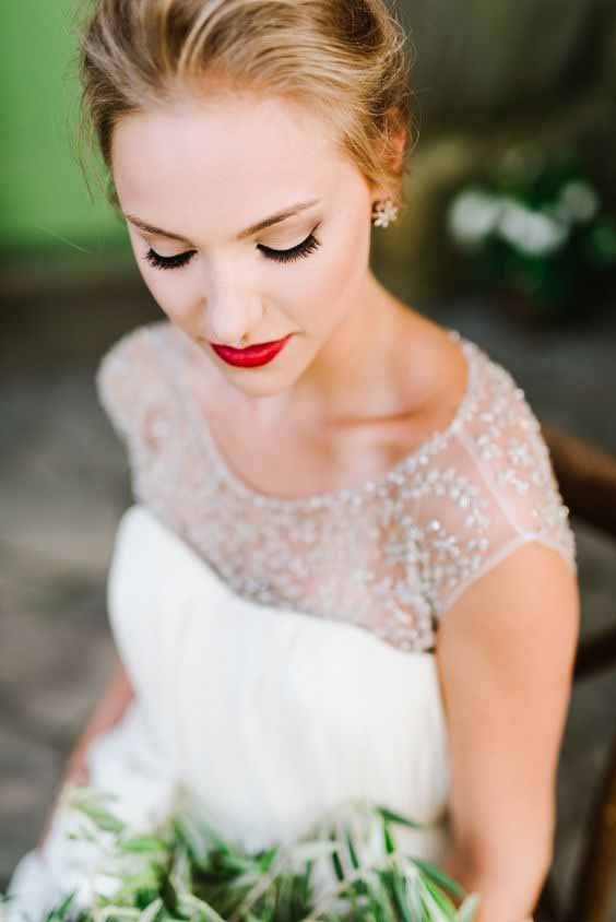 Make-up sposa con rossetto rosso