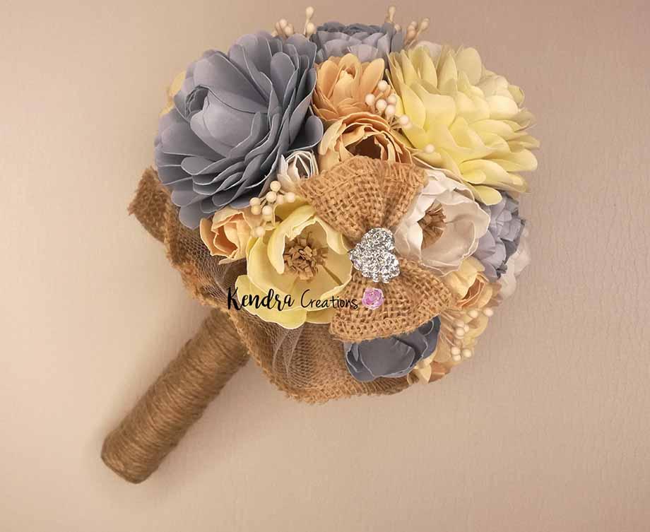 bouquet prima comunione con fiori di carta