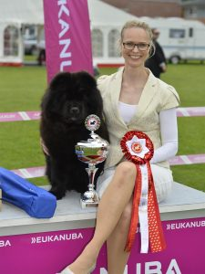 Chow Chow Hjelme Piuk Chow Possesses Black Passion og Stine Hjelme