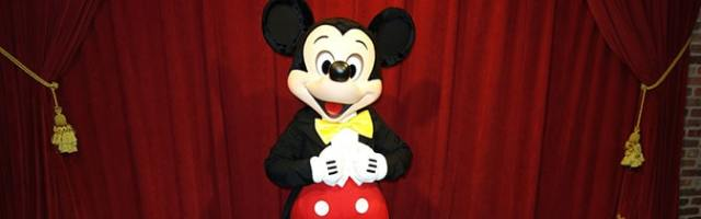 Mickey Mouse Magic Kingdom meet and greet KennythePirate