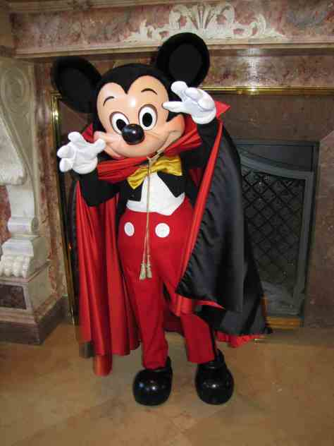 Before Mickey received his purple Halloween outfit he wore this Dracula outfit, nowadays you can only meet him in this outfit at the Resort Hotels if you are lucky.