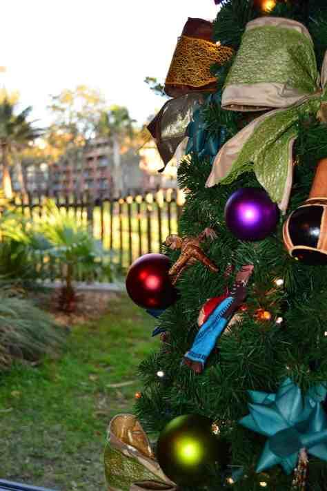 Animal Kingdom Lodge Kidani Christmas Characters and Christmas Decor (10)
