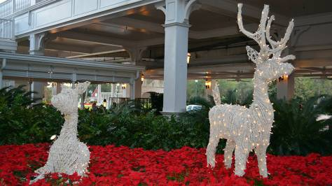 Walt Disney World Grand Floridian Christmas decor Christmas Characters Mickey and Minnie (6)