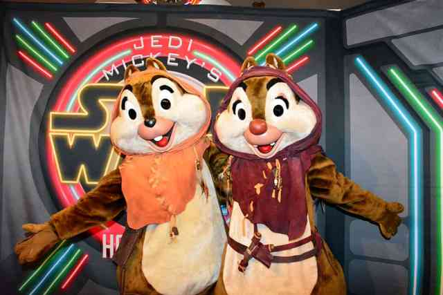 Meeting Chip and Dale at Jedi Mickey's Star Wars character dinner