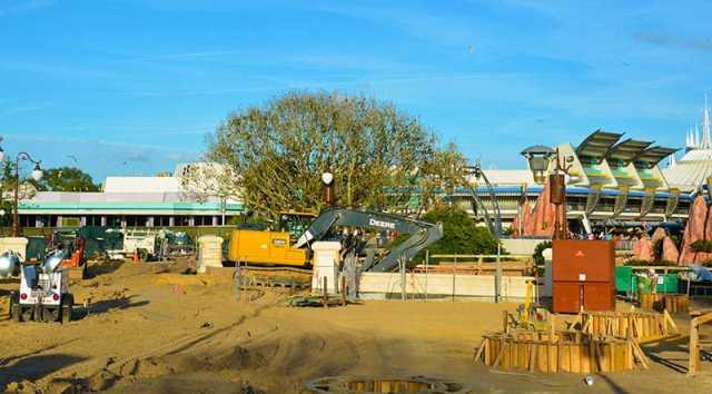Magic Kingdom hub construction 2015 (8)