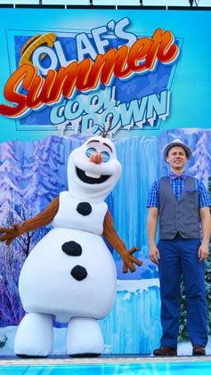 Olaf Summer Cooldown at Disney's Hollywood Studios in Walt Disney World #coolestsummerever #frozenfun
