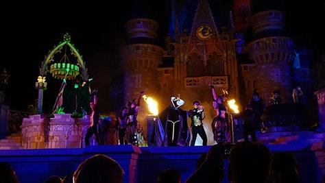Hocus Pocus Villain Spelltacular at Mickey's Not So Scary Halloween Party 2015 (20)