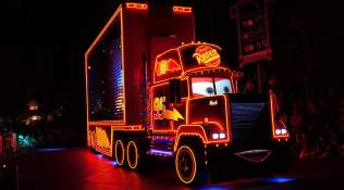 Paint the Night Parade at Disneyland Resort (6)