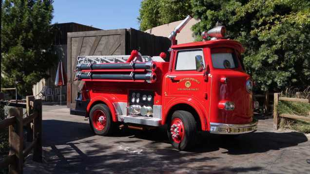 Red the Fire Engine at Disney California Adventure 2015 (2)
