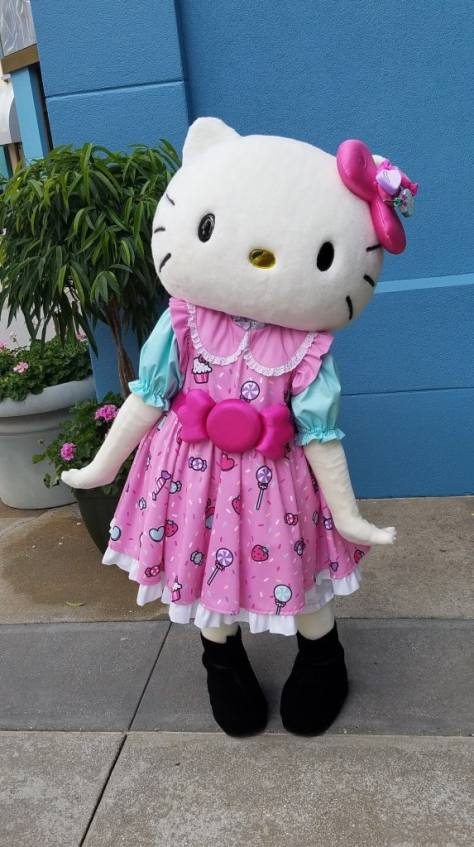 Universal Orlando Character Day with Ryan and Heather April 2016 (15) Hello Kitty