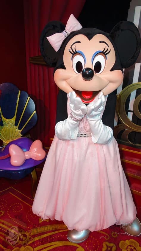 Mickey Mouse and Minnie Mouse in Red Carpet Dreams at Hollywood Studios in Walt Disney World (16)