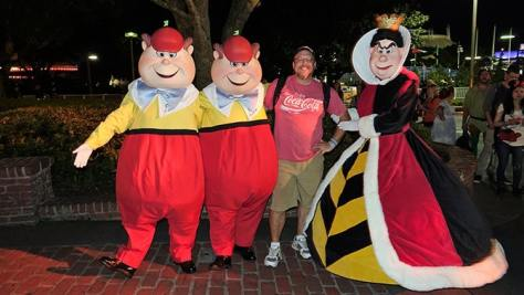 queen-of-hearts-and-tweedles-at-mickeys-not-so-scary-halloween-party-with-kennythepirate