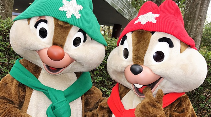 Chip n Dale are meeting in new costumes for Christmas at Hollywood Studios