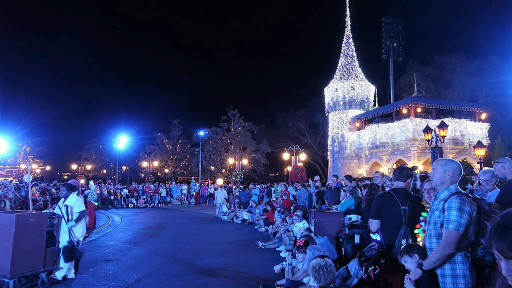 castle lighting at mickeys very merry christmas party 2016 - Mickeys Very Merry Christmas Party Reviews