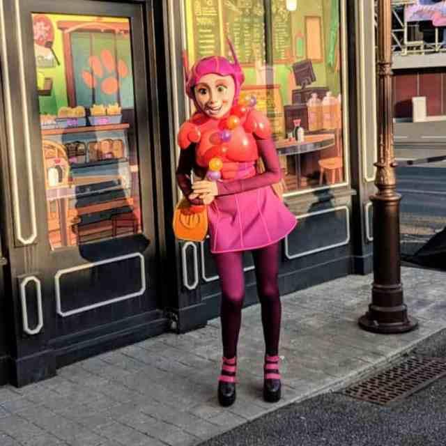Honey-Lemon-1-at-Fandaze-in-Disneyland-Paris-2018.jpg