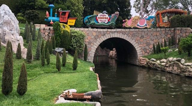 12 Disneyland Must-Dos for Disney World Regulars