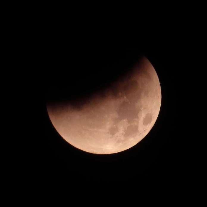 Andy Clark hat dieses Bild einer Mondfinsternis über Ashford im Jahr 2015 aufgenommen.
