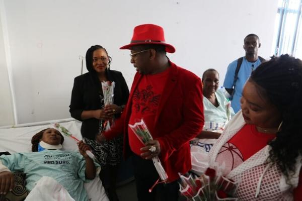 Nairobi Governor Mike Sonko with Jane Muthoni at Mama Lucy Kibaki Hospital on Friday, February 14