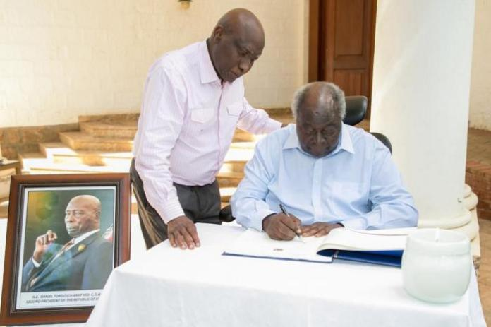 Former President Mwai Kibaki pays tribute to the late former President Daniel Arap Moi by signing his condolence book on February 8, 2020.