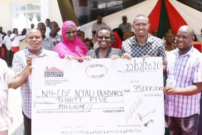 Nyali MP Mohammed Ali (second from right) and other officials in Nyali during a forum to distribute bursaries to students in the region on February 22, 2020.