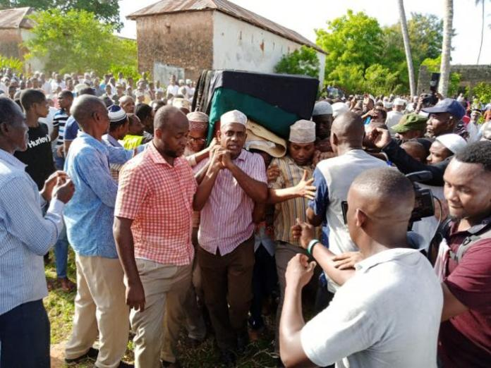 Mourners carry the remains of former Msambweni MP the late Suleiman Dori who succumbed to leukemia