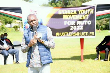 Kapseret MP Oscar Sudi addressing a delegation of young people from Nyanza on August 1, 2020