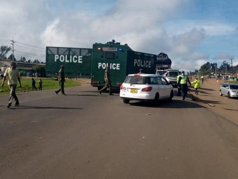 Police set up roadblocks isolating the Nairobi Metropolitan Area on April 7, 2020.